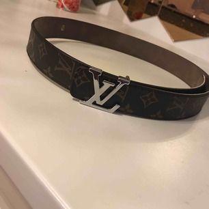 Jätte fin LV bälte AAA-kopia helt ny Säljer pågrund av har samma vara sitter så snyggt på