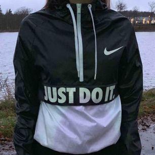 Snygg Nike vindjacka i bra skick.
