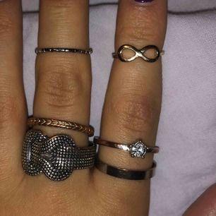 Säljer olika ringar i olika storlekar 😃 10 kr/st eller alla för 50kr 🦋