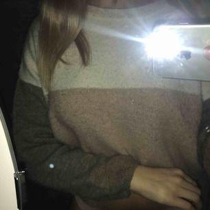 jättefin & mysig stickad tröja från pull&bear! fint skick 💝