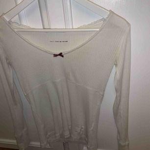 Vit Odd Molly tröja, ganska stor i storleken så skulle säga att den passar en S/M