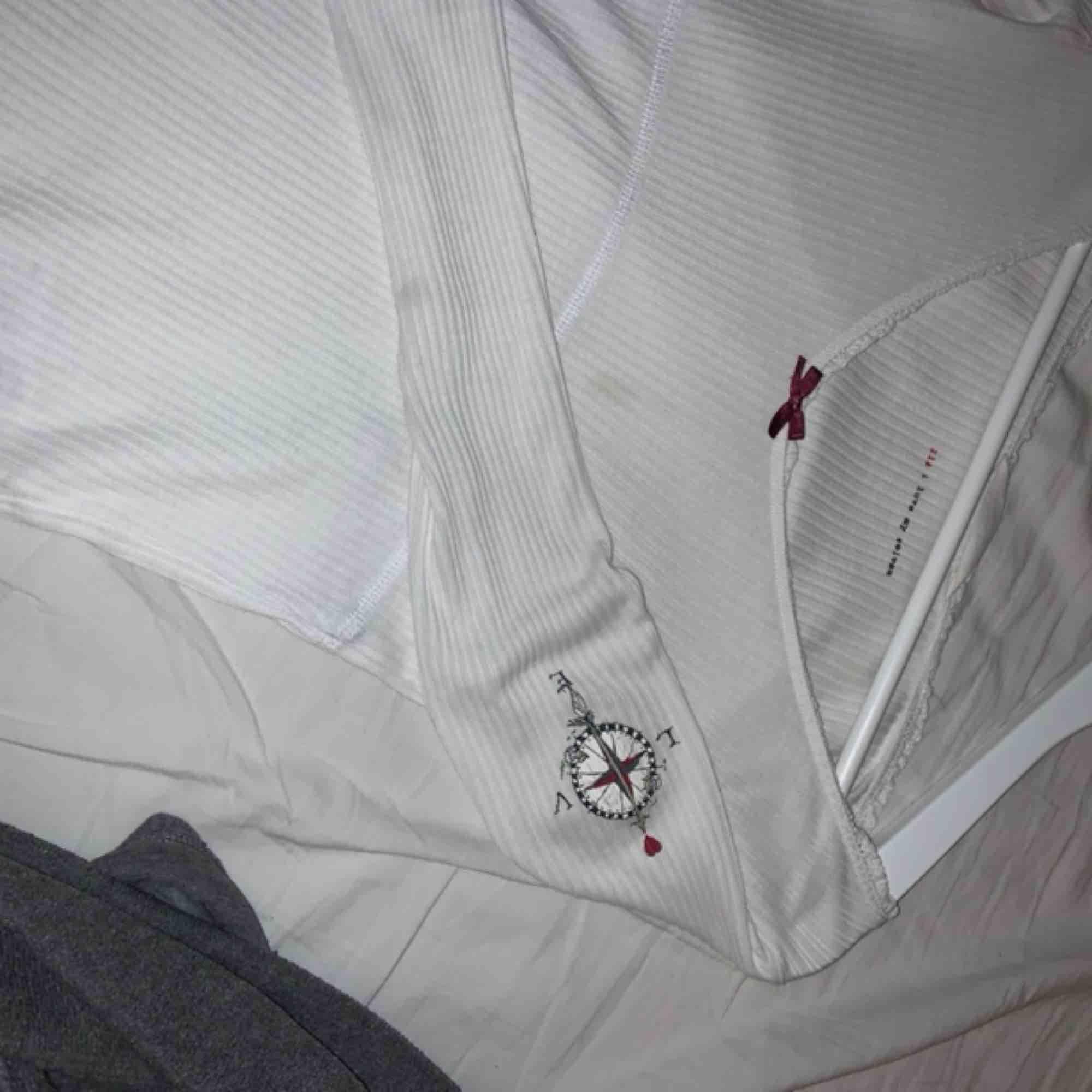 Vit Odd Molly tröja, ganska stor i storleken så skulle säga att den passar en S/M. Toppar.