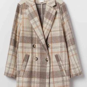 KOM MED BUD (Högsta: 375kr, frakt inräknat) 💘Super-populär kappa från h&m. Använd ett fåtal gånger, precis som ny!
