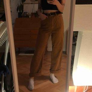 Orangeabruna byxor från Zara! Supersköna och långa, skriv om du undrar något. Jag är strl 36/38, S/M och 169cm lång.