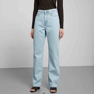 Weekday ljusblå byxor i storlek 26/30, använda ett par gånger, säljes pga för stora för mig. Modell row. Köparen står för frakten!