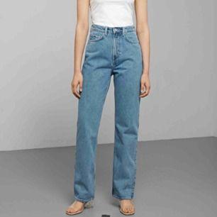 Weekday jeans, storlek 25/30. Använda ett fåtal gånger, säljes pga för stora. Modell row. Köparen står för frakten!