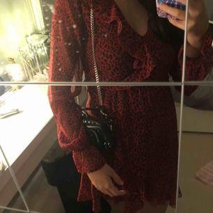 Snyggaste klänningen från hm och är Max använd 5ggr🌟