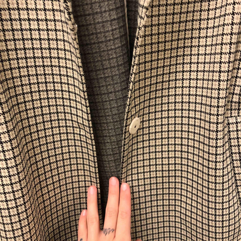 Kappa från HM storlek 38 🌼 Använd en gång, därför säljer jag! Den passar inte mig helt enkelt . Jackor.