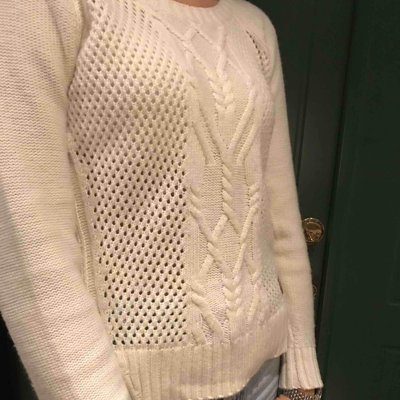 Stickad tröja från dobber! Lite knottrig men går att ta bort!. Tröjor & Koftor.