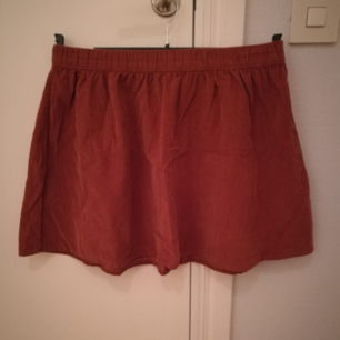 Rostbrun kjol i manchestertyg från Forever 21.  I mycket fint skick. Storlek S