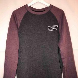 Skön och snygg sweatshirt från Vans! Väldigt bra skick :-)