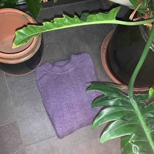 Väldigt fin och skön tröja från monki i storlek s! Köparen står för frakt!💓