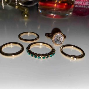 Ett gäng ringar som tyvärr inte kommer till användning:// alla är i nyskick💞 90kr för alla eller 25kr styck🥰 möts upp i sthlm vid köp av flera annars kan jag självklart posta för 9kr extra❤️