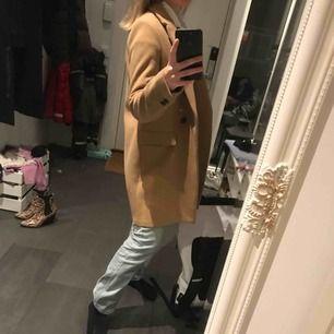 Jättefin kappa som bara hänger i garderoben.. köpt förra året på Zara!