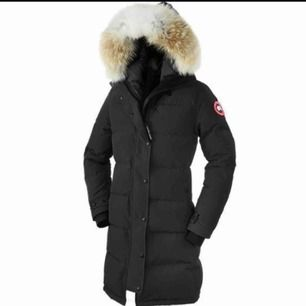 Söker en canada goose shelburn parka i storlek xxs, hör gärna av dig om du säljer en eller om du vet någon som säljer den
