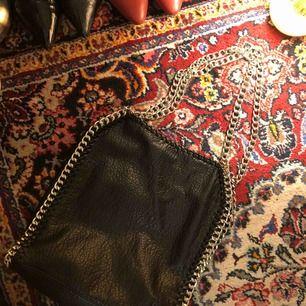 Väska från Scorett, märket Tiamo. Använd max 3 gånger. Möts upp i Uppsala eller köparen står för frakt 📦🤪