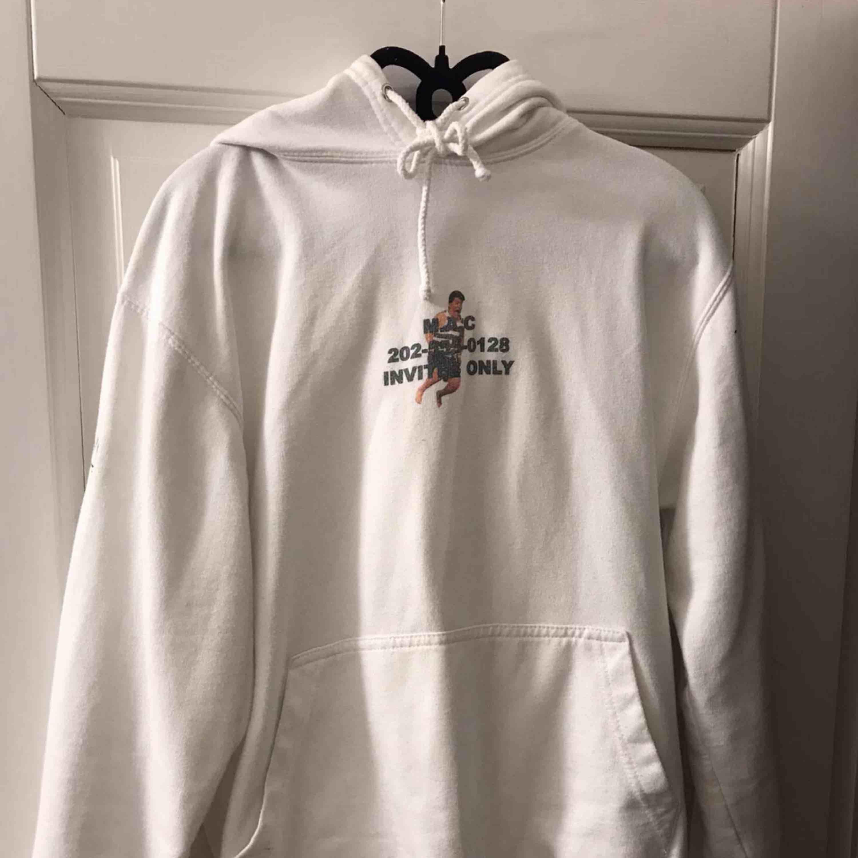 Säljer Marco tröjan från Hov1 då den inte kommer till användning längre. Priset går att diskutera. Huvtröjor & Träningströjor.