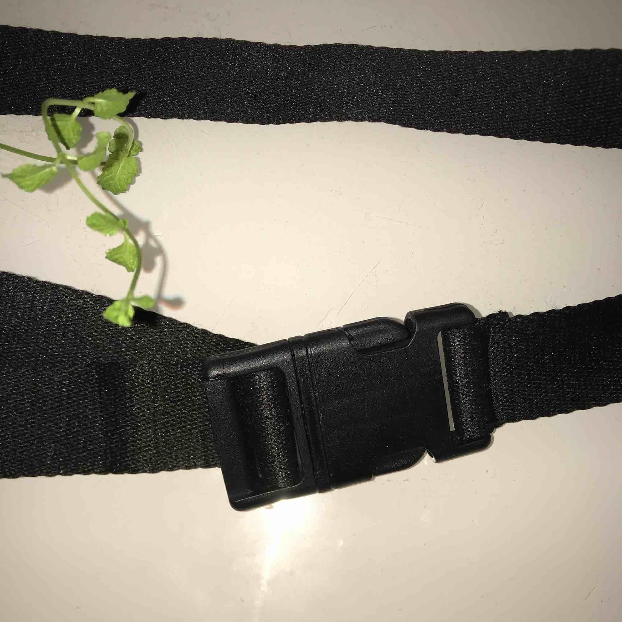 Ett jätte snyggt bälte, aldrig använt. Justerbart beroende på måttet på din midja, skulle nog säga att det går att justera till eb L eller xL. Accessoarer.