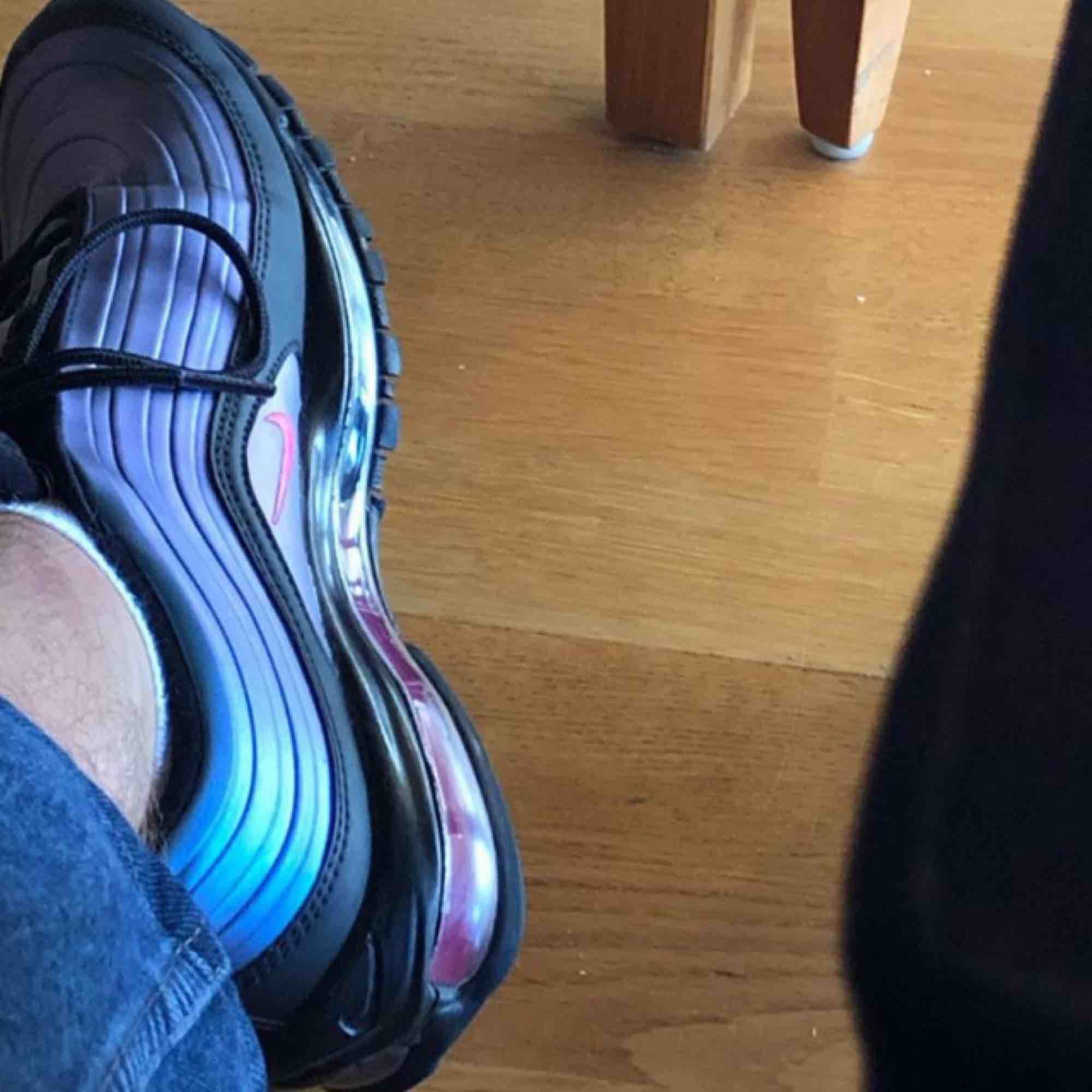 Säljer mina älskade skor då dom inte riktigt är min stil längre. Använda mycket och har fått sig märken framtill som man kan se på bilderna. 600kr+ ev frakt kostnad. . Skor.