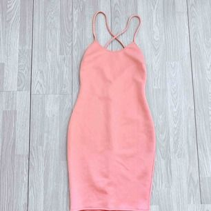 Rosa klänning från NLY ONE storlek S i fint skick.  Möts upp i Stockholm eller fraktar.  Frakt kostar 54kr extra, postar med videobevis/bildbevis. Jag garanterar en snabb pålitlig affär!✨