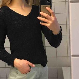 """Svart """"stickad"""" tröja från H&M, NP 150kr. Aldrig använd, säljes pga fel storlek"""