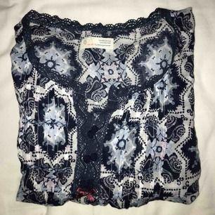 Blå blus från Odd Molly, NP 1195kr. Endast använd 2ggr pga fel storlek så i så gott som nyskick 😊