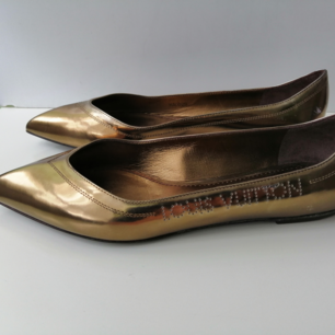 Louis Vuitton Frivolous Flat Ballerina, very good condition,there are several defects of storing that led to some rub of the gold toping. Come with original box, size 38, insole 24.5cm, write me for more info and pics, !!!!! delivery to USA, Canada, Australia NO return