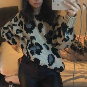 En fin leopard tröja från PRETTYLITTLETHING, använd Max 2 gånger då den är några storlekar större än vad jag igentligen har. 🐆:)