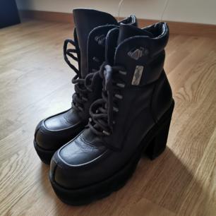 Vintage DETROY boots, använda 1 gång av mig, köpte på SKO UNO. Fint skick, äkta läder. 11cm klack