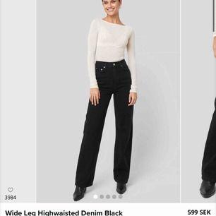 Supersnygga svarta vida jeans från nakd i storlek 34, endast använda en gång (bilden) storleken är slut på hemsidan och nypriset är 599