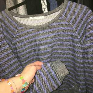 En tröja från Alexander Wang! Står M men skulle säga att det är mer som en S! Varsamt använd och frakt ingår i priset🙏🏻