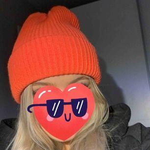 NEON orange mössa! Helt ny från Gina. Frakt 18kr🥳 mer lysande neon i verkligheten än bild