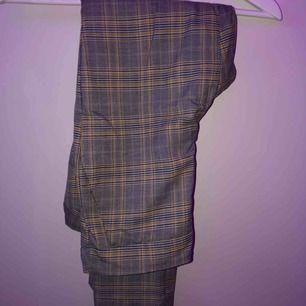 Kostym byxor från Zara  Jag är 165cm lång och dem sitter bra i längd
