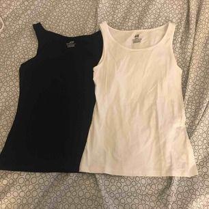 Ett svart och ett vitt linne ifrån hm. Dom är inte använda så mycket. Köparen står för frakten
