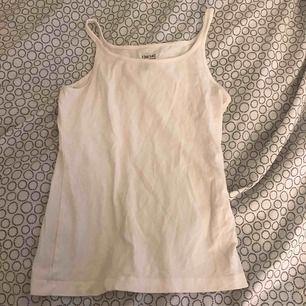 Ett vitt linne ifrån kapphal. Köparen står för frakten