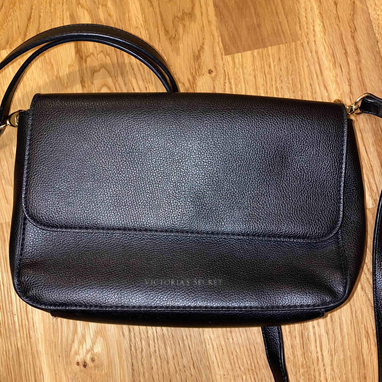 Väska från Victorias Secret. Nypris runt 500 kr.. Väskor.