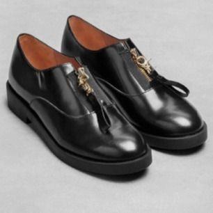 Världens bästa skor från & other stories men har för många skor <//3 Strl 39. Använda men fortfarande fina!