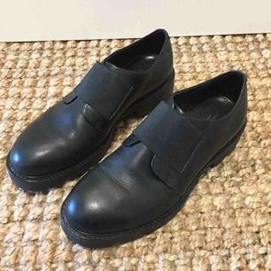 Vagabond Kenova i strl 39. Världens skönaste skor men har för många! Använda max fem gånger.