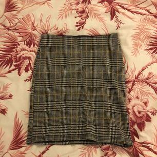 Söt kjol ifrån gina tricot! Möts upp i stockholm