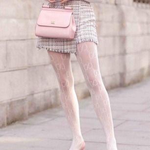 Söker dessa vita strumpbyxor från Gucci