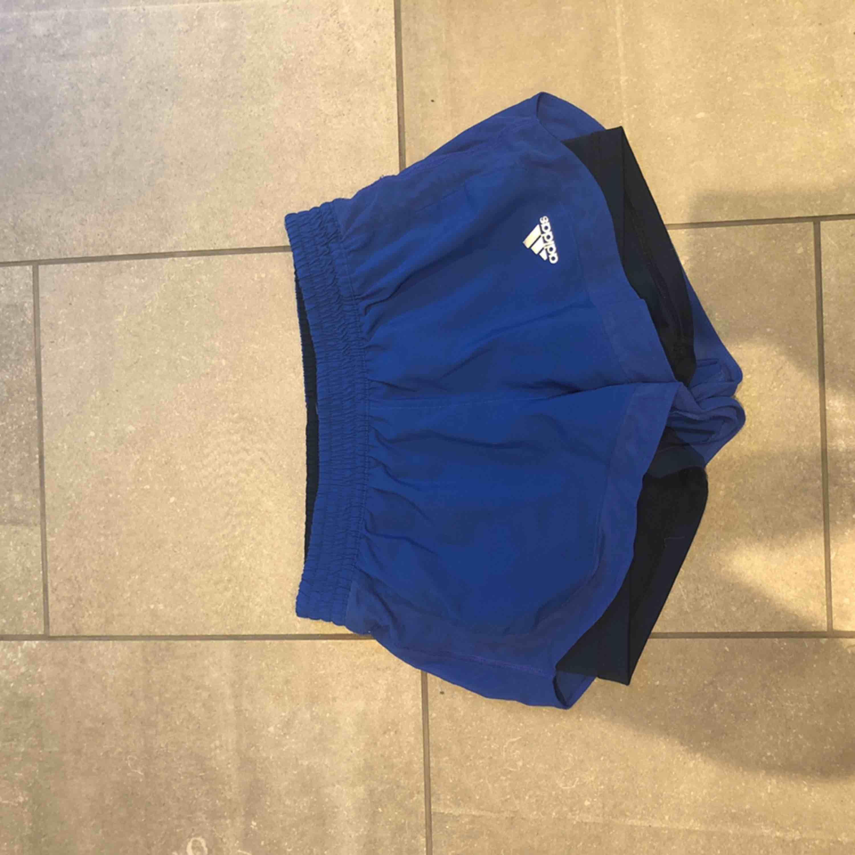 Adidas shorts blå . Shorts.