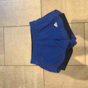Adidas shorts blå