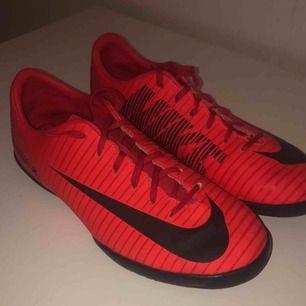 Inomhusskor från Nike som har används några gånger. Ser ut som nya