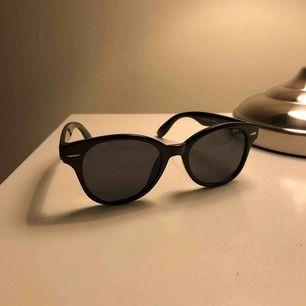 Solglasögon, för små för mig. Jag skulle gissa att de är för 12-14 år💞