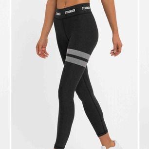 🚫Söker🚫 svarta, gråa stronger tights i storlek S till ett bra pris, hör av er om ni vet någon som har eller liknande