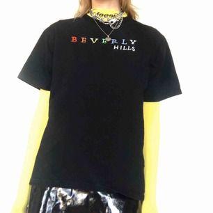 🍒VETEMENTZzz🍒 Bästa fake VETEMENTS T-shirten till salu! Gammal go'ing att styla till alla dina y2k/skater fitz! Fint skick Frakt tillkommer. Puss o k🍒