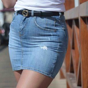 Skitsnygg kjol från Guess. Storlek 25. Sparsamt använd!