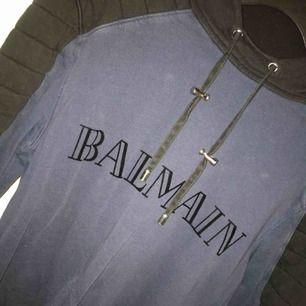 Balmain tröja  Betalning sker via swish och köpare står för ev frakt
