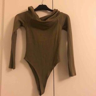 Off-shoulder body från Bik Boks kollektion med Angelica Blick! Använd enbart några gånger och pris kan diskuteras💖