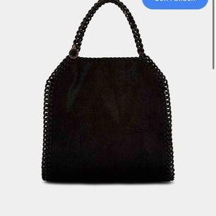 Söker liknande/fake stella McCartney väska i falabella mini storleken hör gärna av er !!